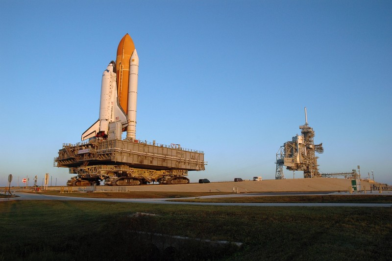 KSC-06pd2476 (Space Shuttle Discovery, atop the mobile launcher platform)